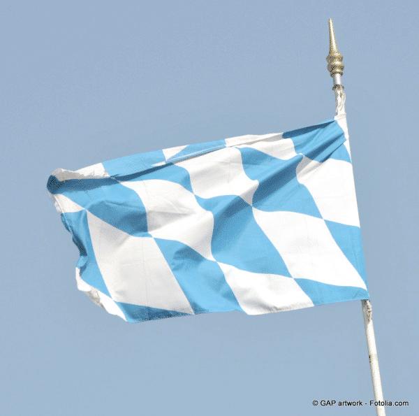 Bayrische Flagge im Wind