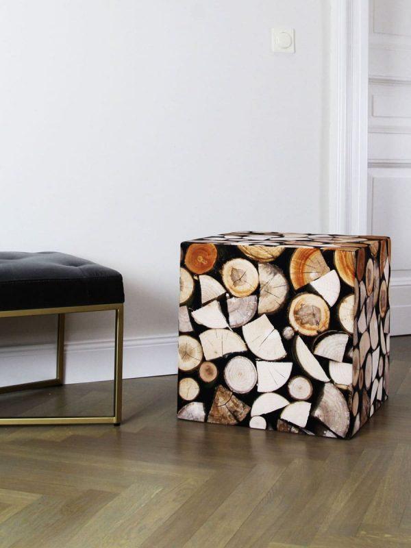 Ein Holzstapel als bequemer Sitz.